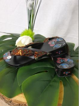 Kiddy wooden batik sandals 2